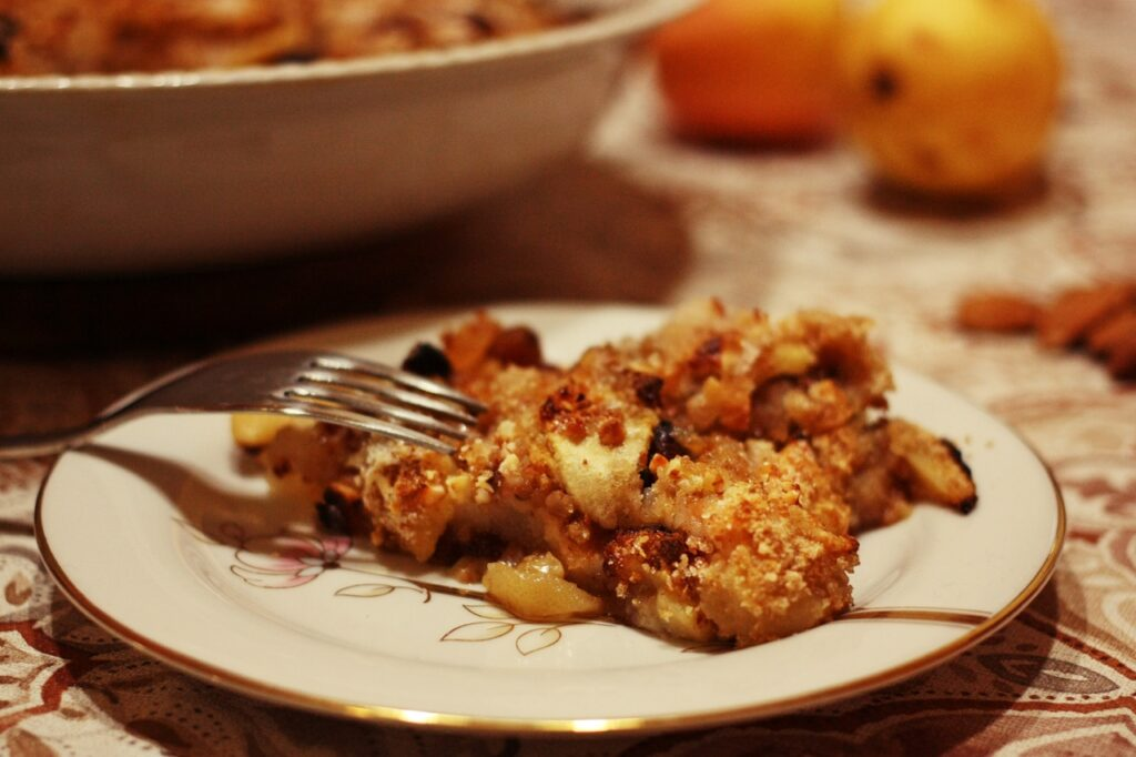 torta di mele nel piatto
